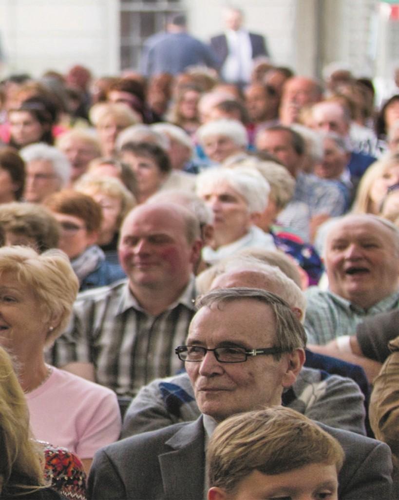 Crowd at Cardigan Castle.